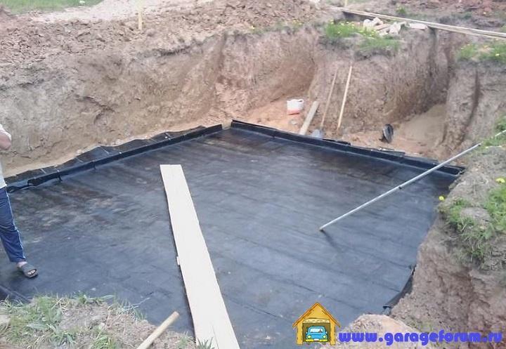 4.-Гидроизоляция-нижней-плиты-погреба-перед-заливкой.jpg