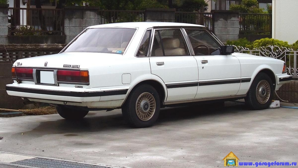 Toyota_Mark2sedan_1983_Rear.jpg